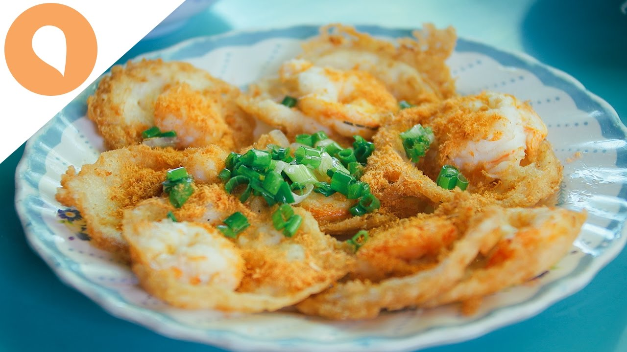 Banh Khot : The Tastiest Street Food in Saigon - The Christina's Blog