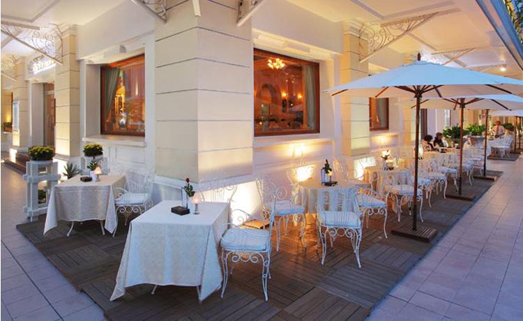 cafe-terrace-continental-saigon