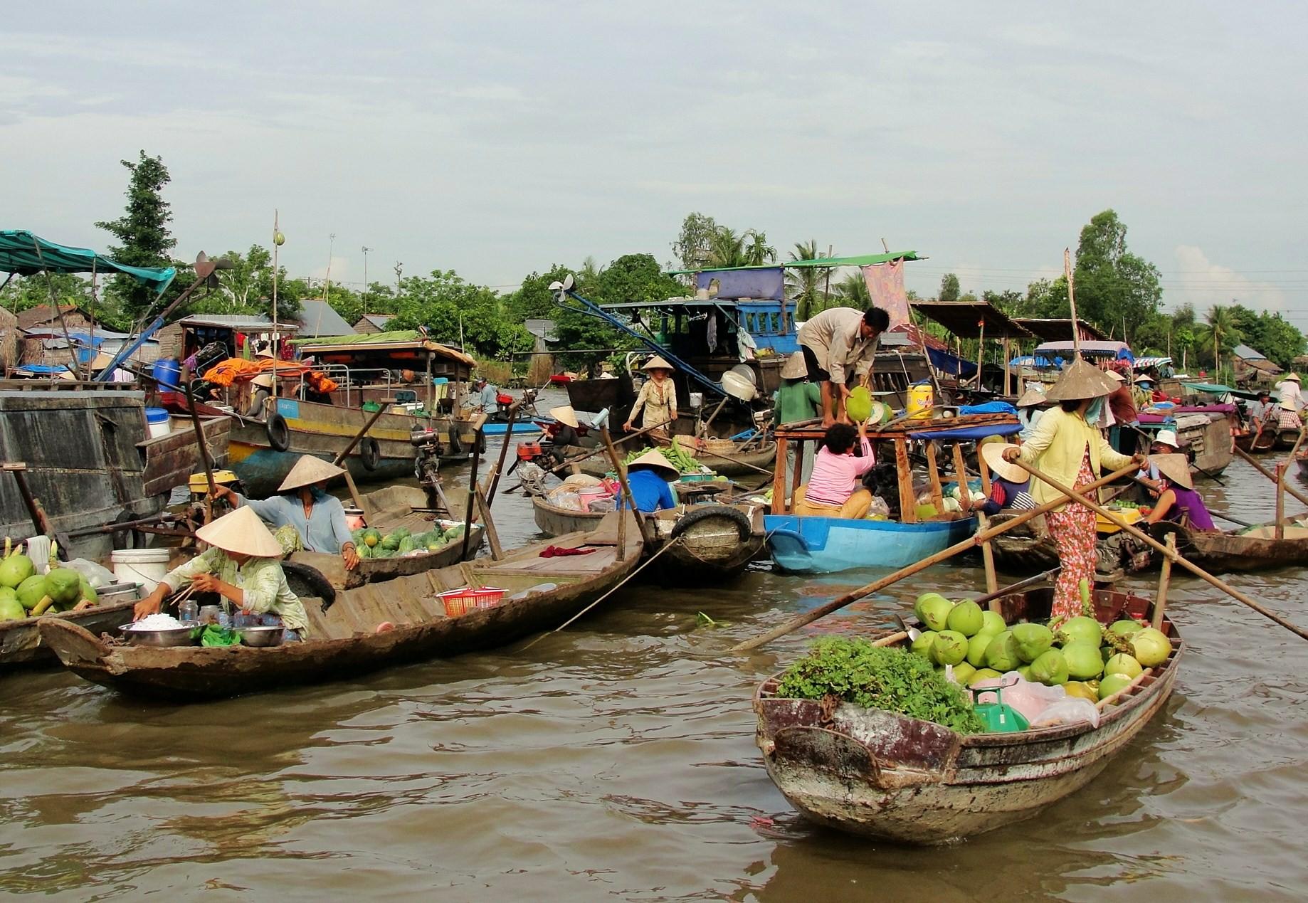 mekong delta floating market cai rang