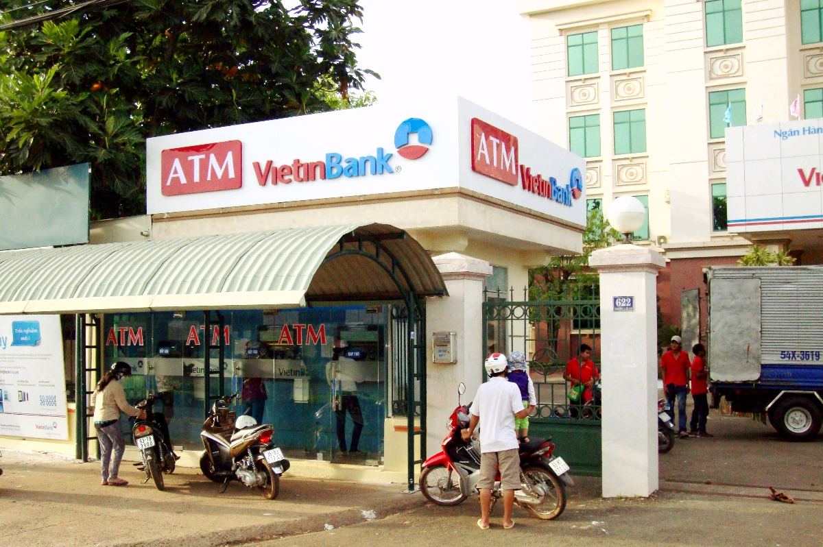 cash, credit cards, and ATMs in Vietnam