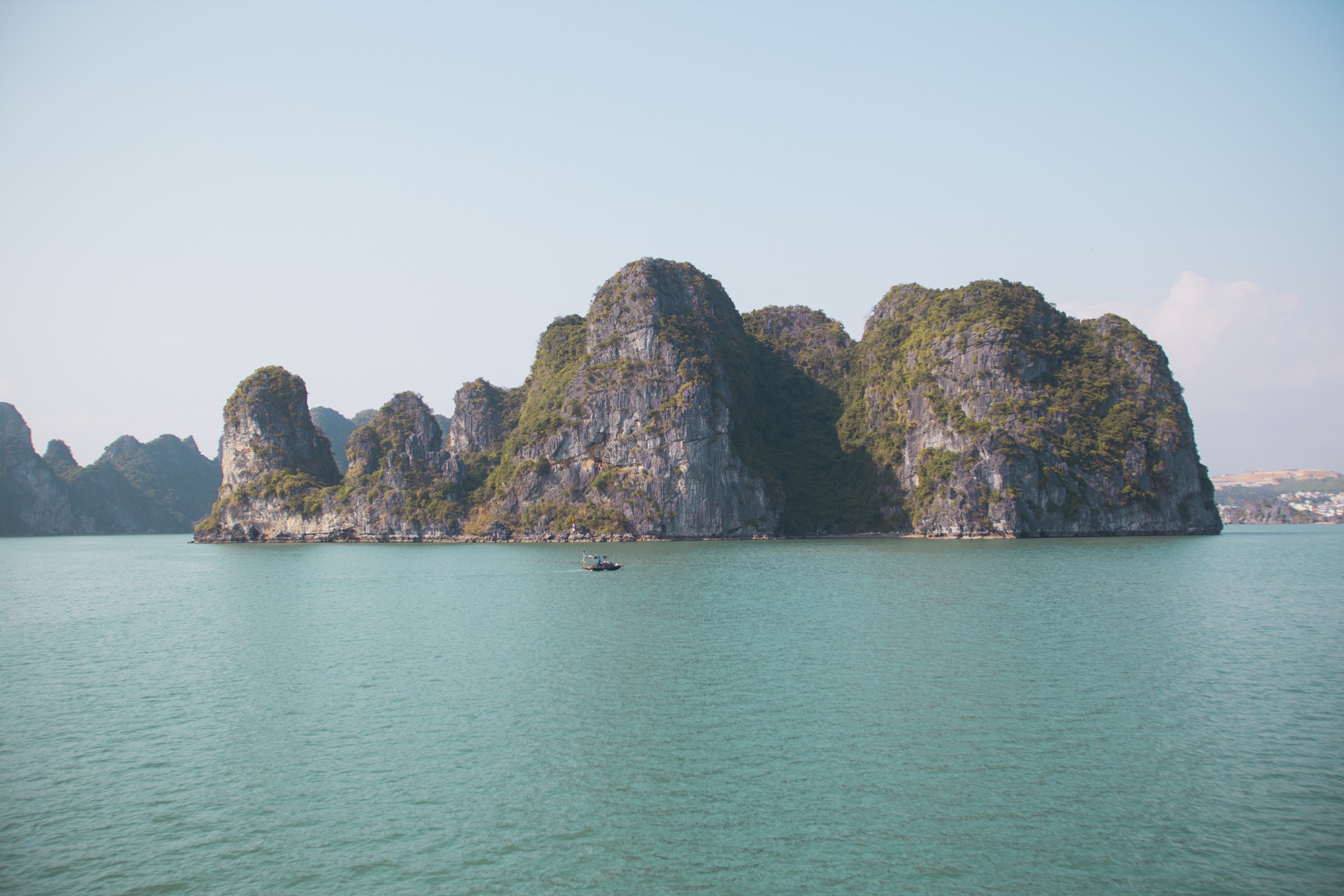 the best ha long bay tours for different budgets