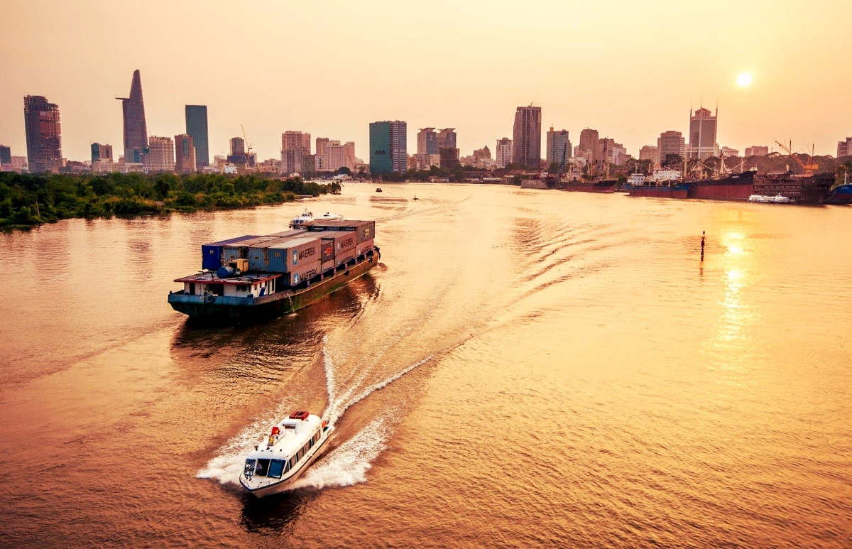 An Insider's Guide to The Saigon River - The Christina's Blog