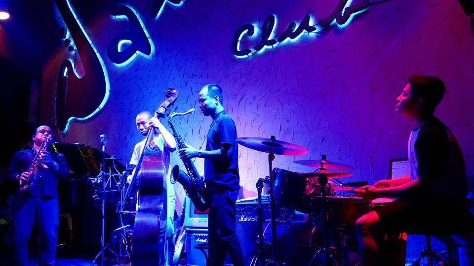sax n' art jazz club