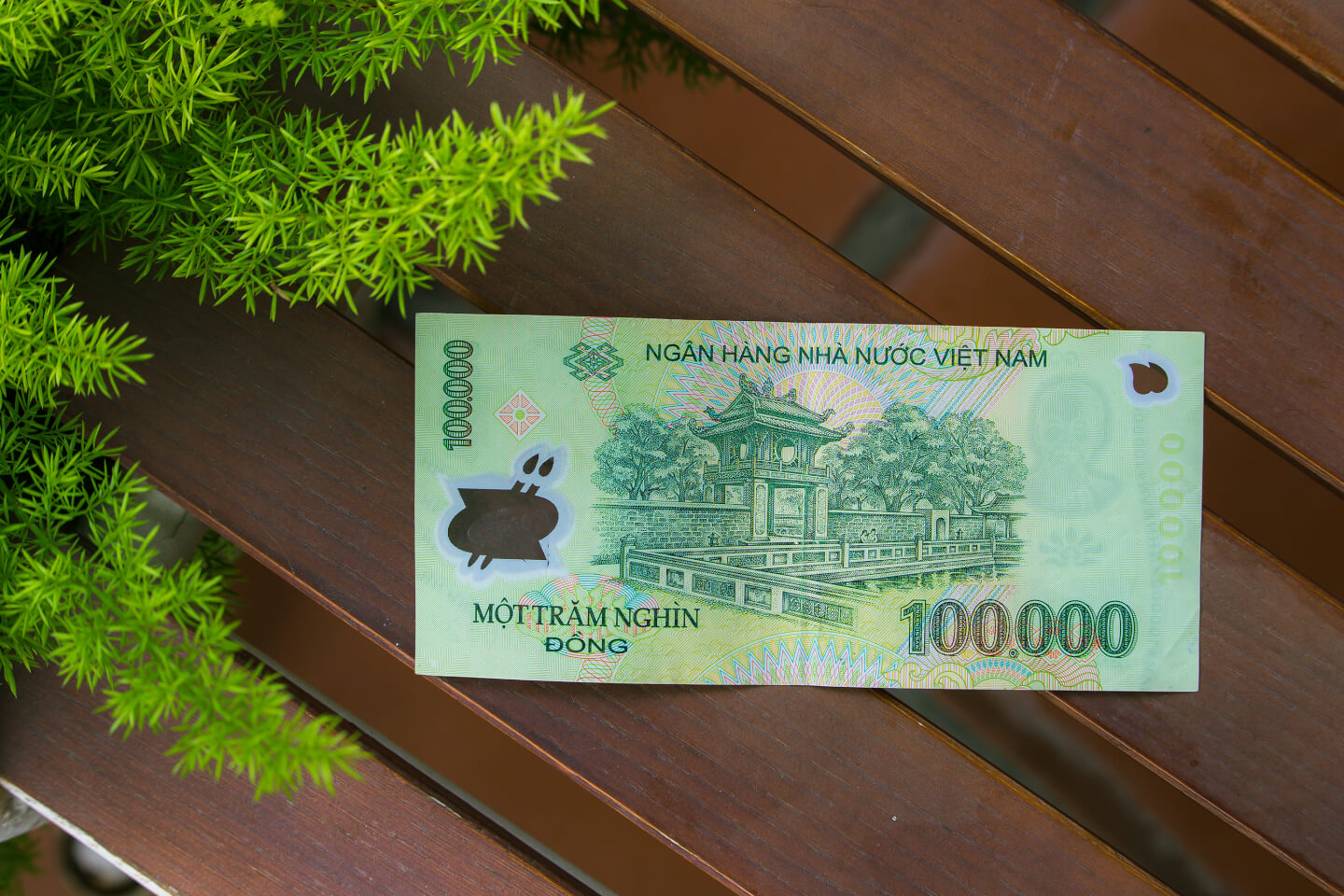 The Color Of 200 000 Vnd 000d Is A Little Similar To 10 Note So You Should Pay Attention Number Until Get Used It