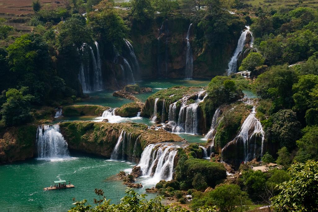 Ban Gioc waterfall cao bang northern vietnam