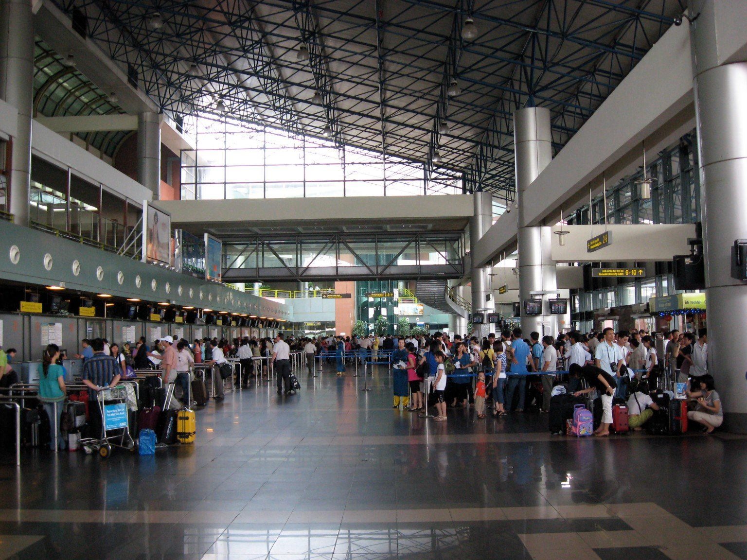 how to get from hanoi to hanoi airport