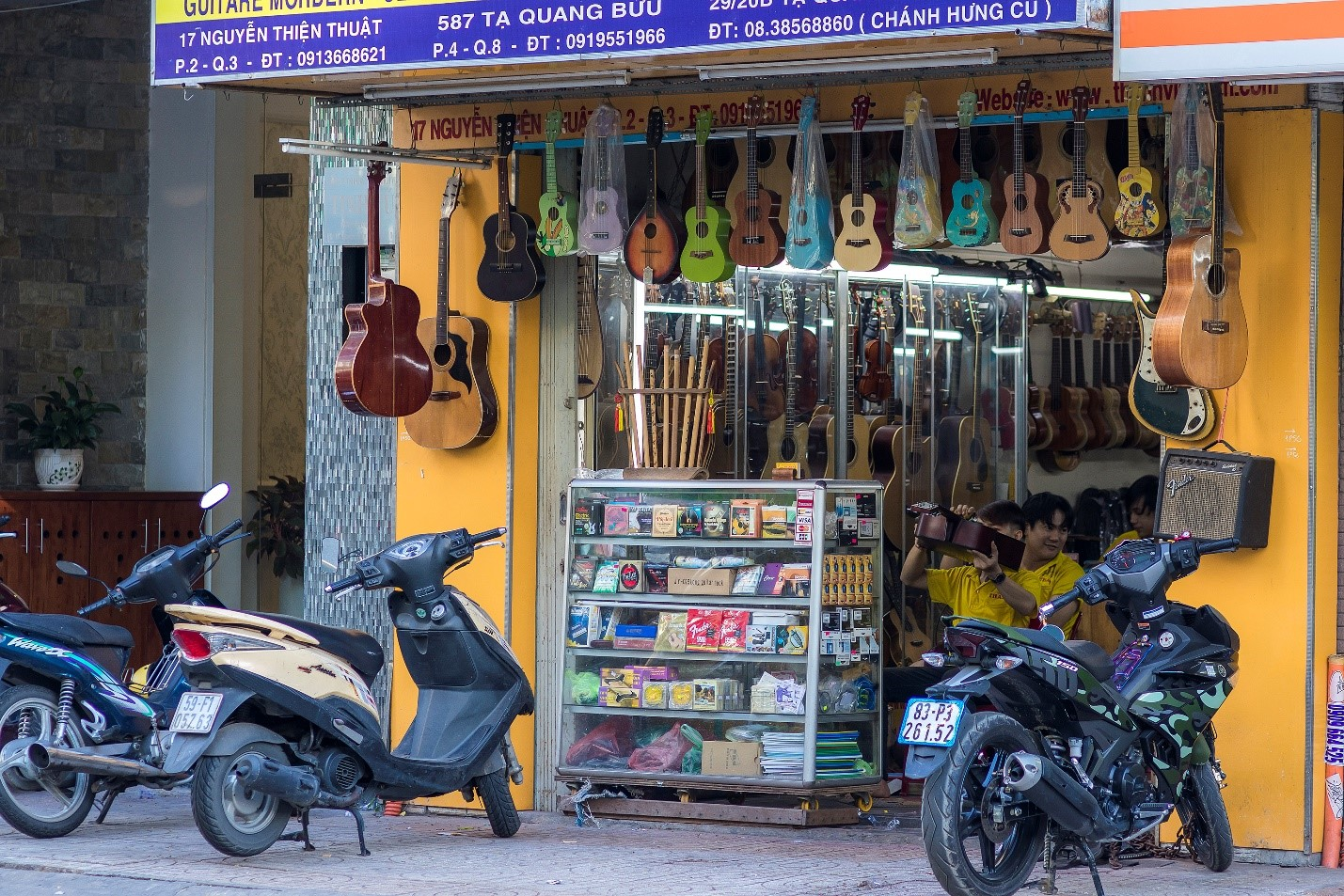 Guitar shop on Nguyen Thien Thuat st.