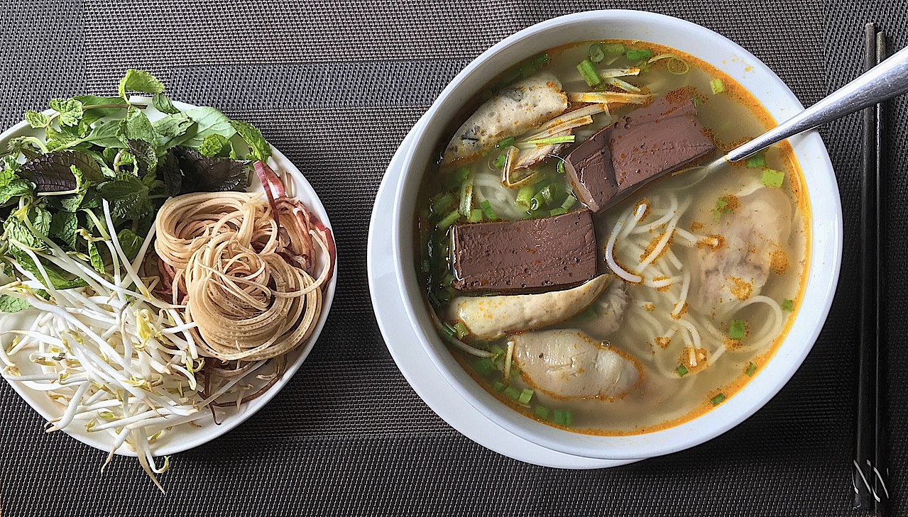 guide to food in hue vietnam
