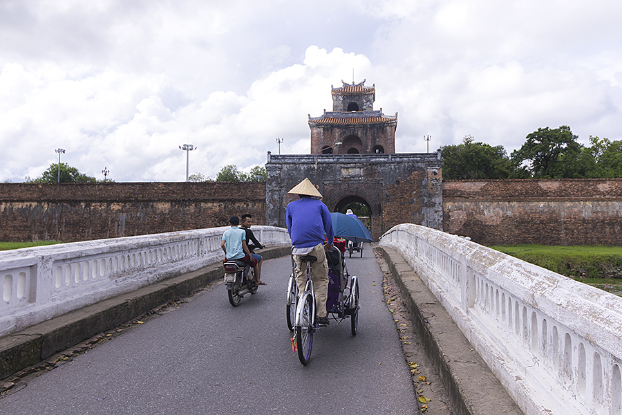 how to get around in hue vietnam