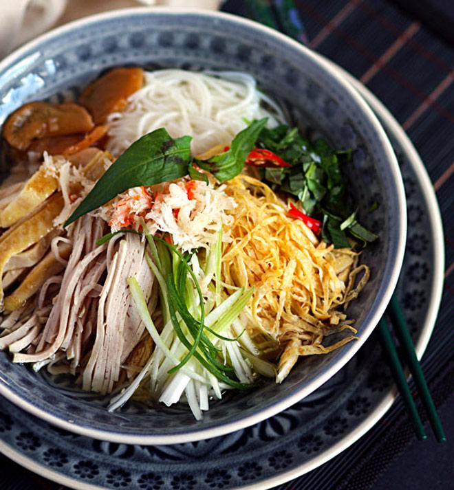 bun thang hanoi chicken soup
