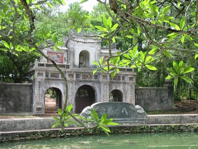 tu-hieu-pagoda-hue