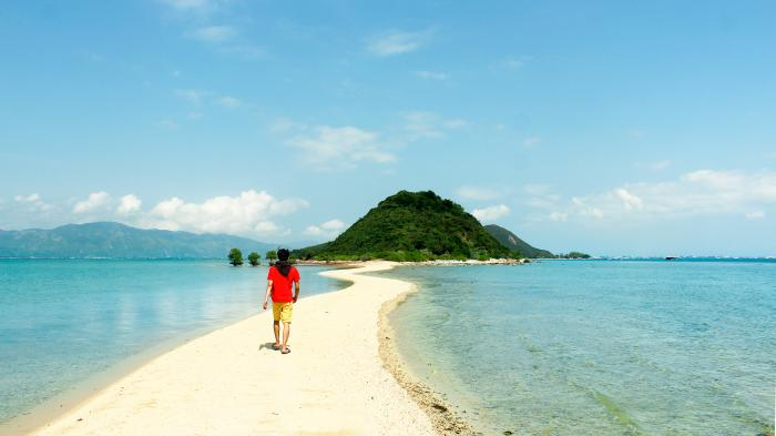 beaches close to nha trang