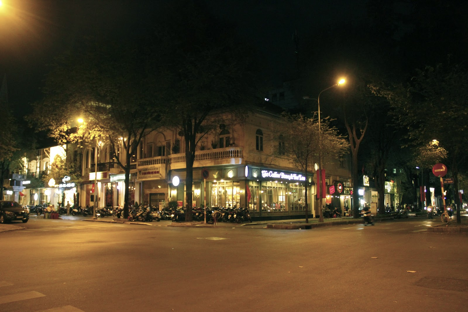 all night cafes in saigon