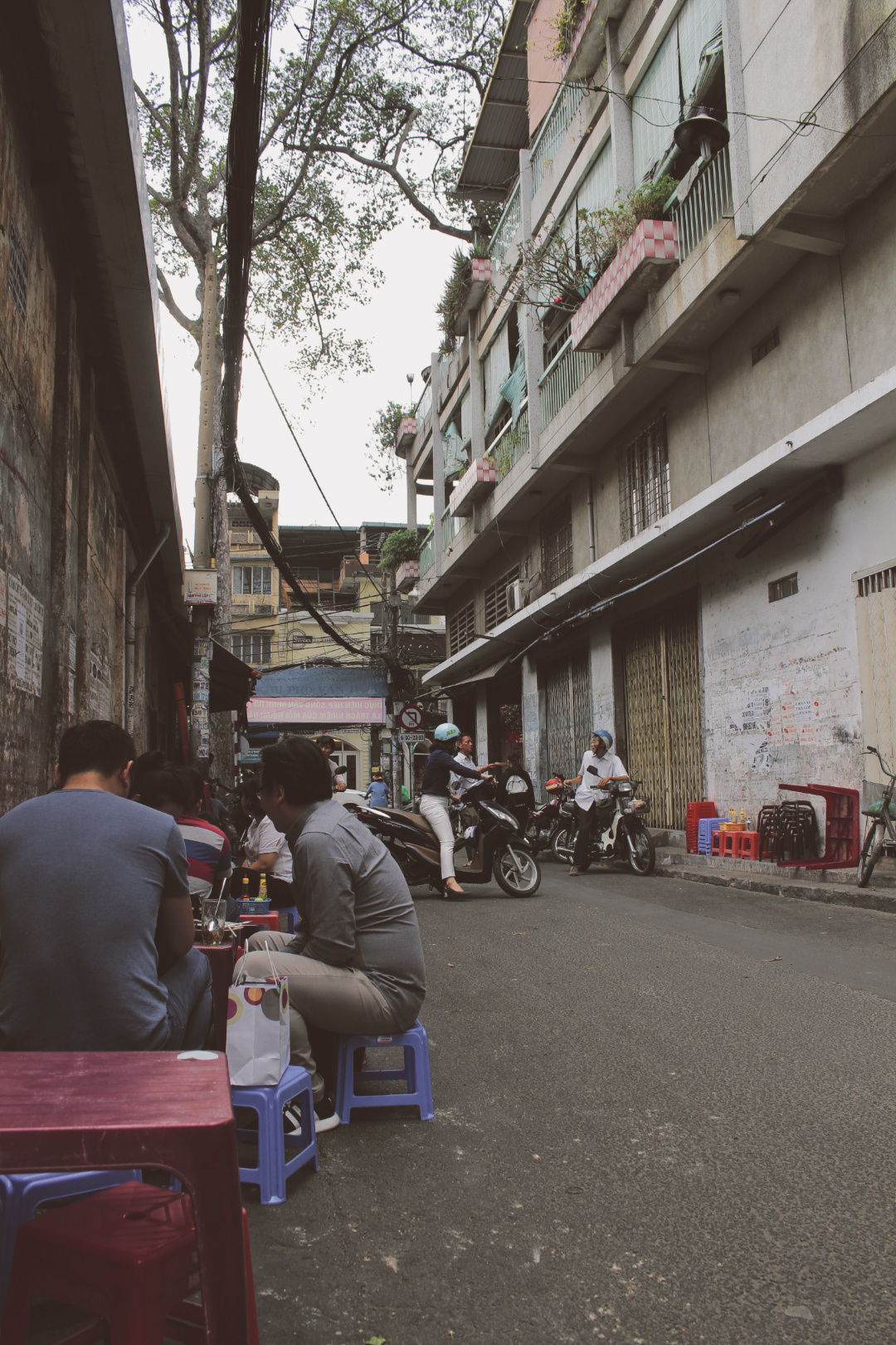 oldest street food stalls saigon