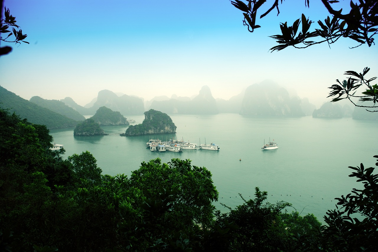 when is the best time to visit ha long bay