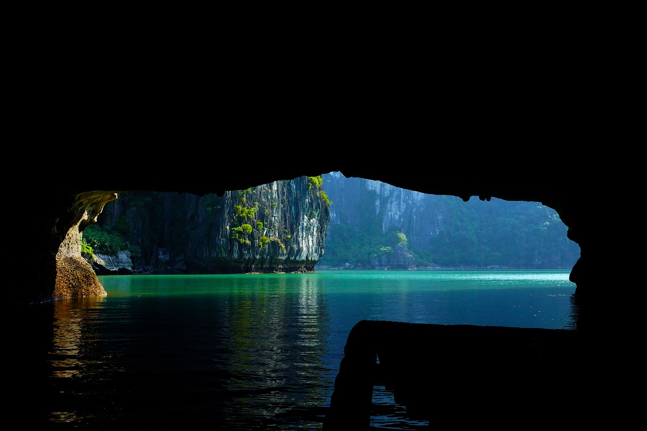 when is the best time to visit halong bay