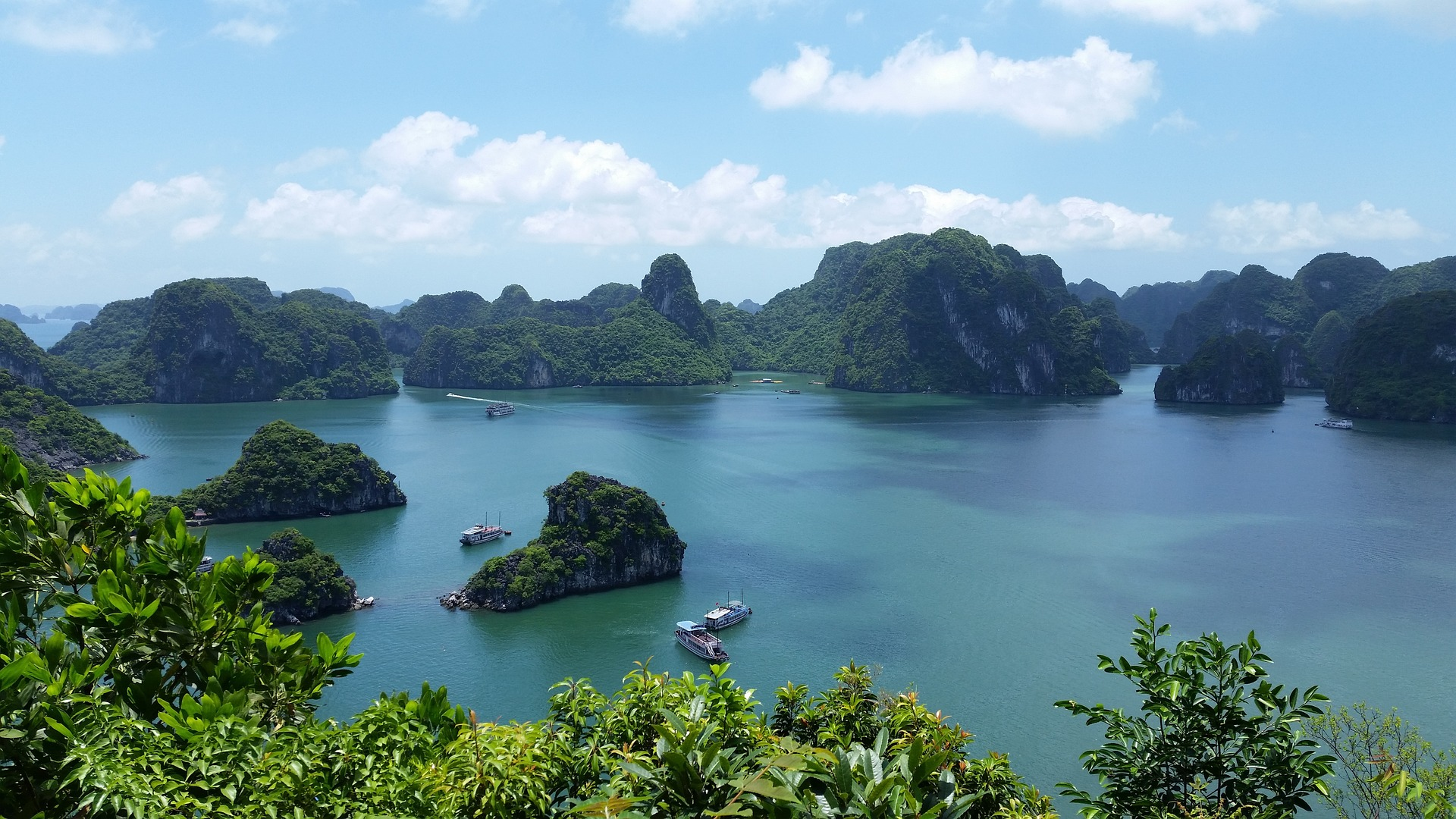 accommodation in ha long bay