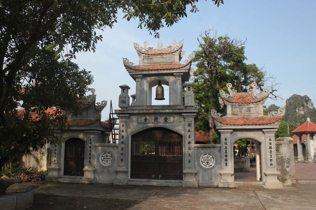 temple of king le hoa lu ninh binh