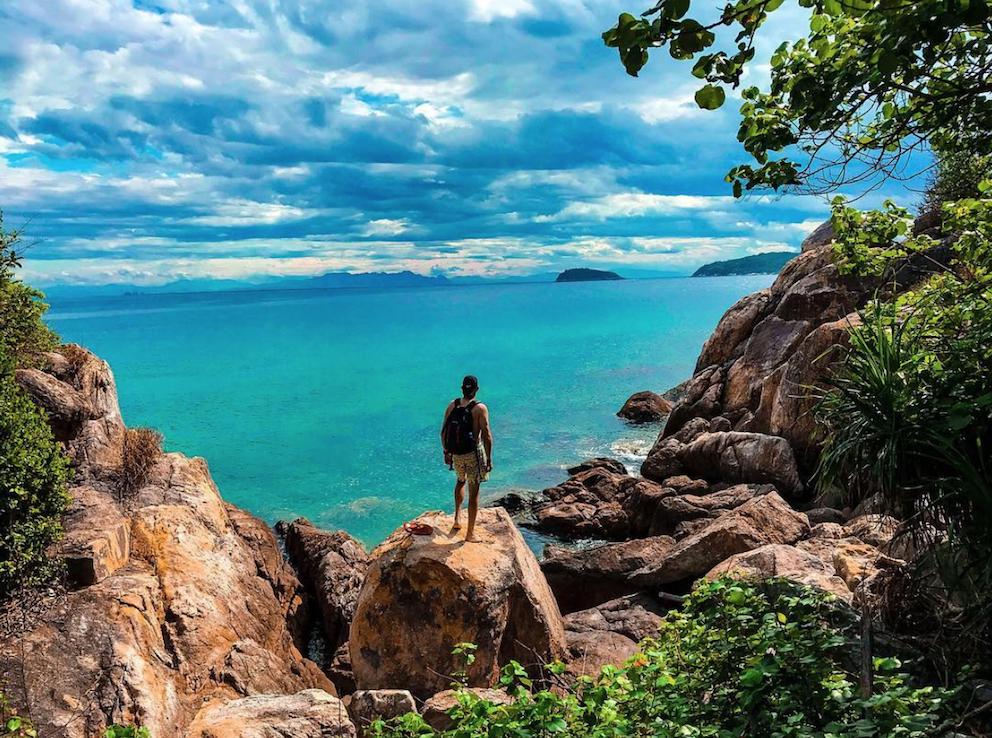 hiking cham island trekking