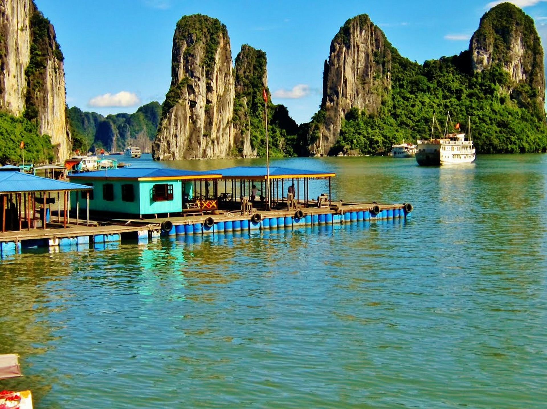 floating market in ha long bay