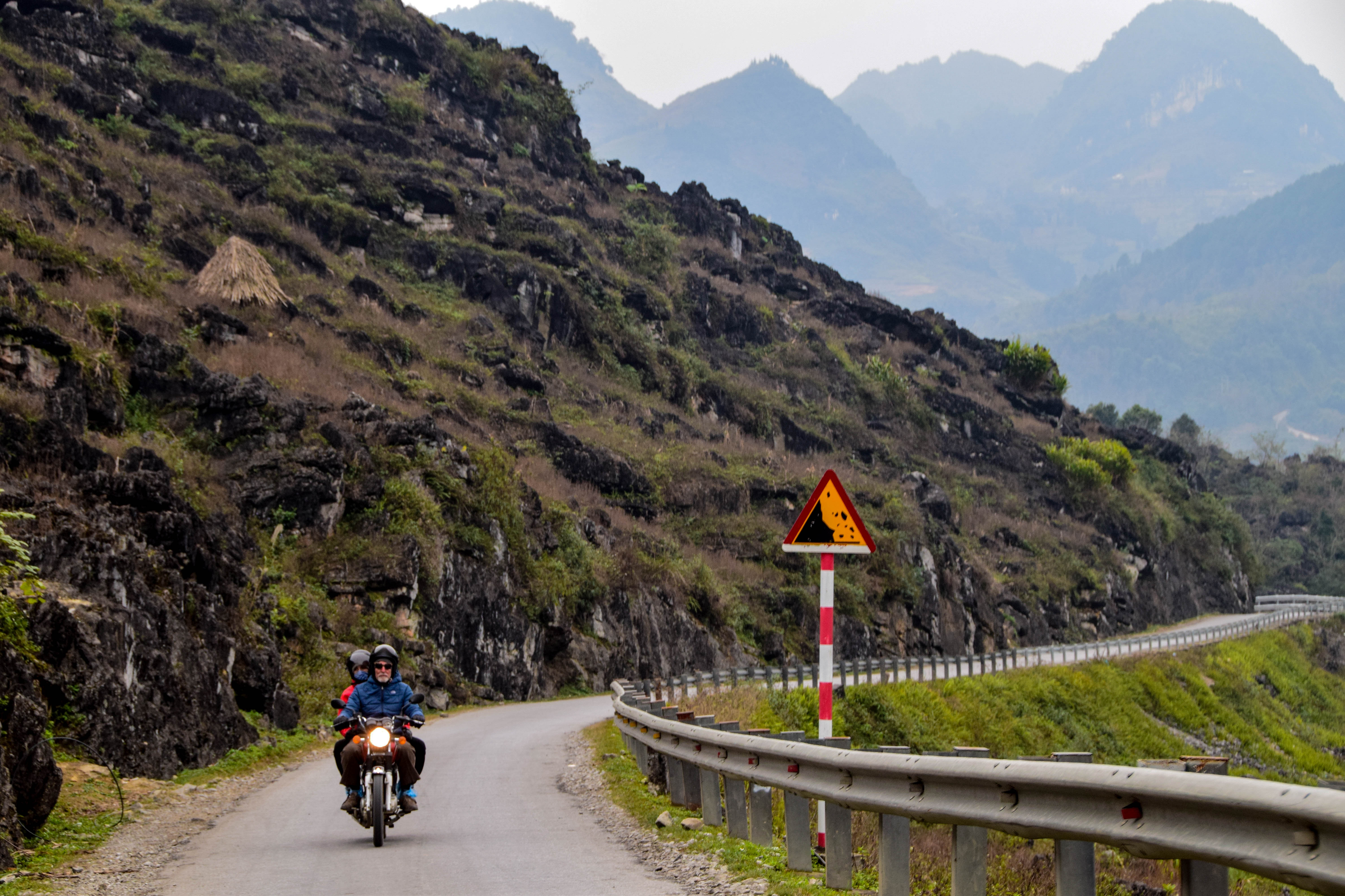 riding motorbike route to ha giang