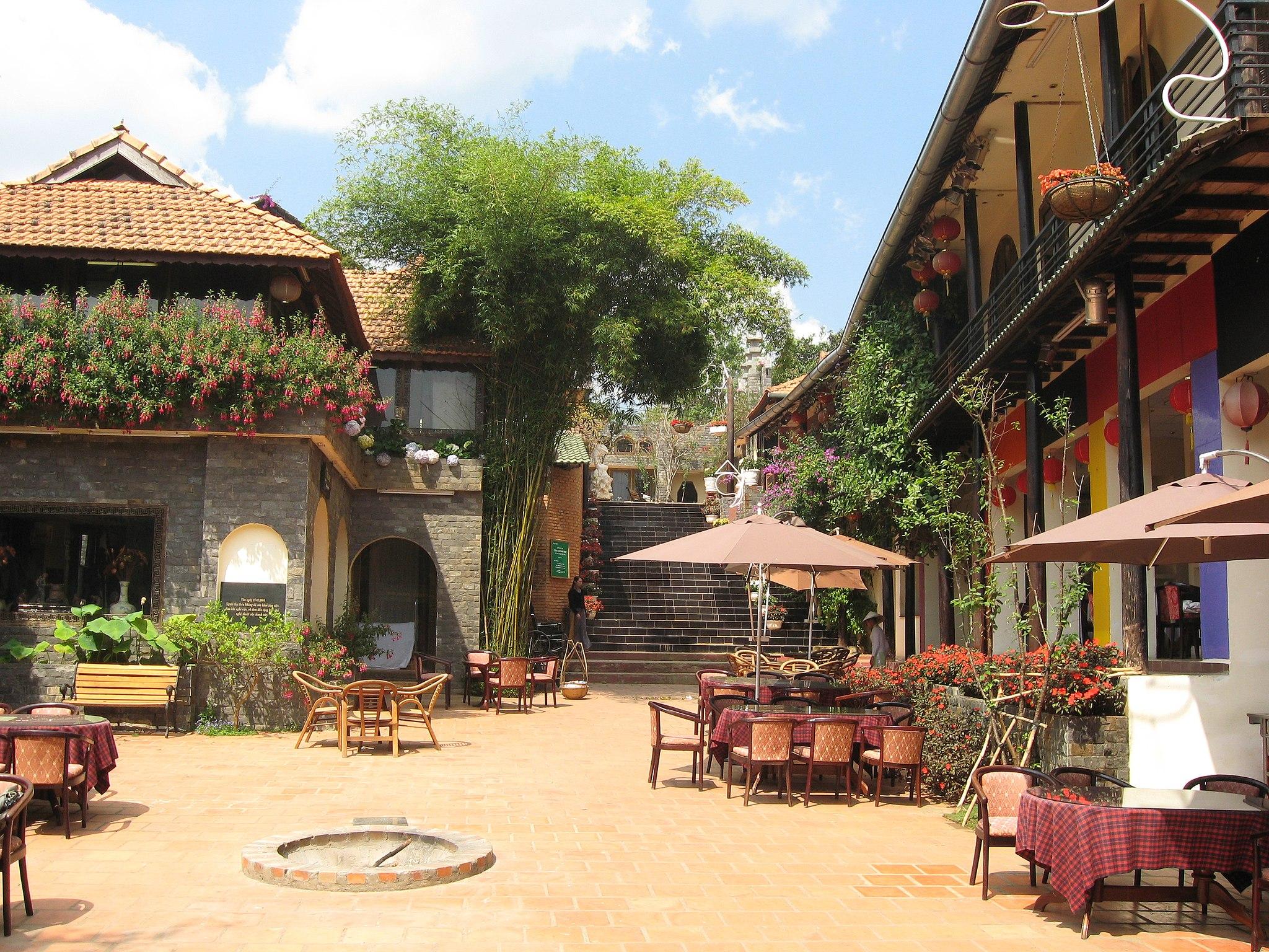 da-lat-historical-village