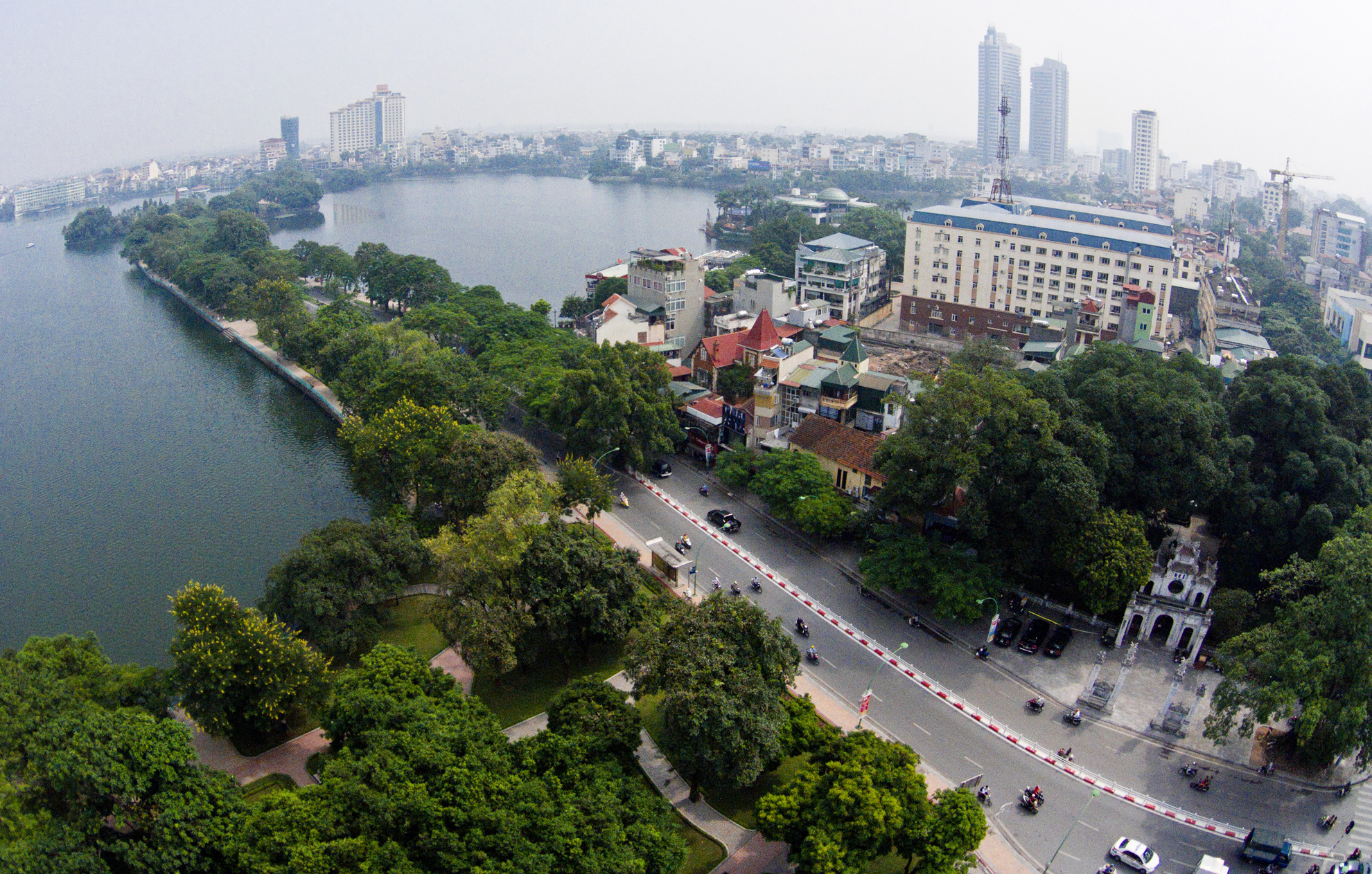 where do expats live in hanoi