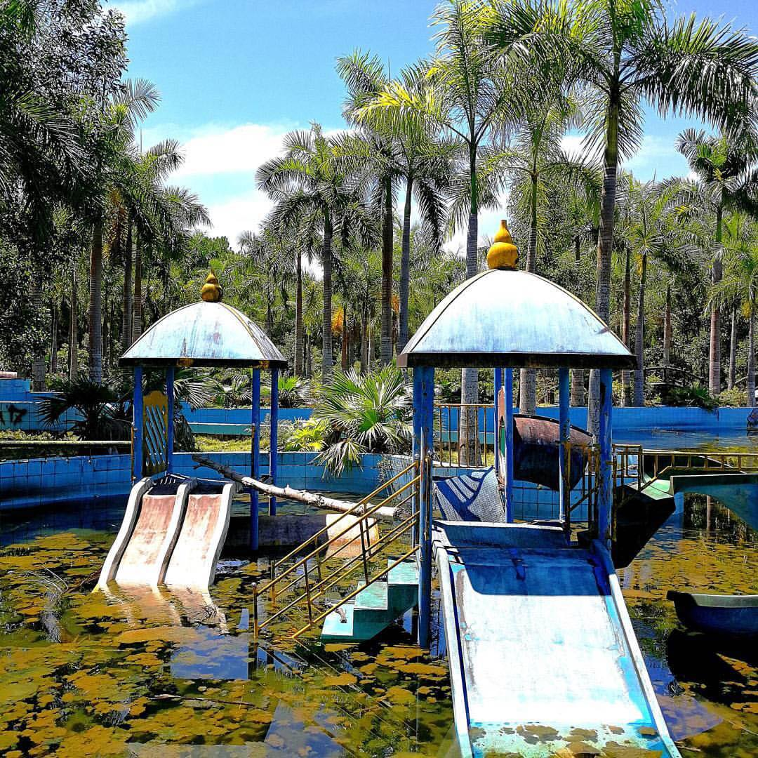 where is ho thuy tien water park hue