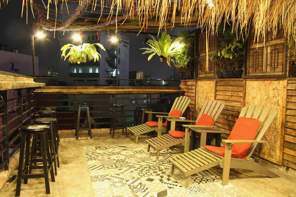 airbnb ho chi minh mobylette
