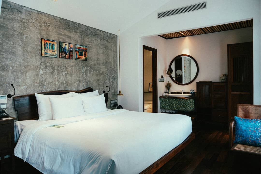 luxury hotel saigon district 1
