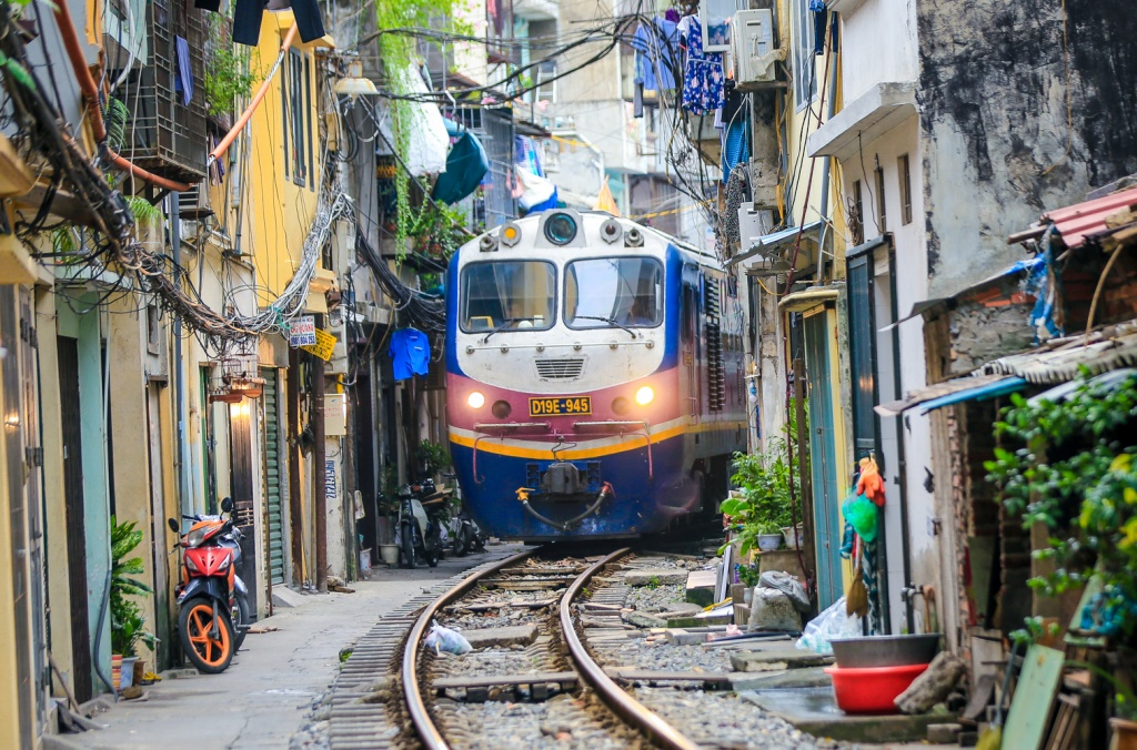 the hanoi train street